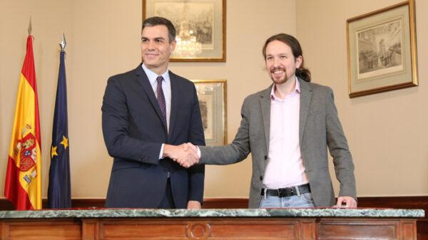 Pedro Sánchez y Pablo Iglesias en la firma de su acuerdo de Gobierno