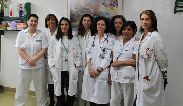Las doctoras Cutillas (3ª por la izquierda), Aragón (4ª por la derecha) y Benavides (1ª por la derecha) junto al resto del equipo de la Unidad de Disfagia de la FJD