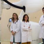 Los doctores Aurora Rodríguez, Amalia Sotoca y Rafael García del Servicio de Oncología Radioterápica del Ruber Internacional