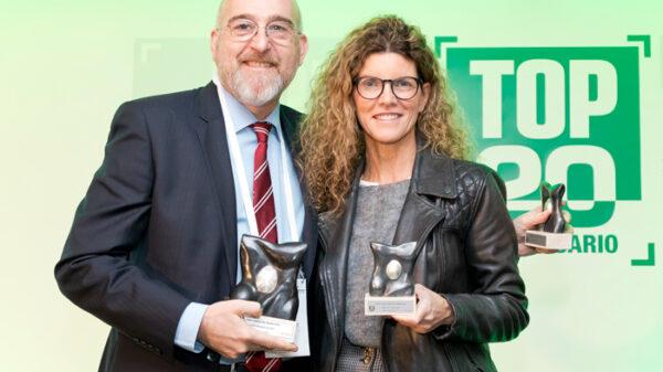 El doctor Gómez con Cristina Sánchez, directora de Control de Gestión y Auditoría Interna de la FJD