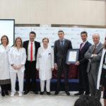 Recibimiento de la certificación junto a la dirección médica