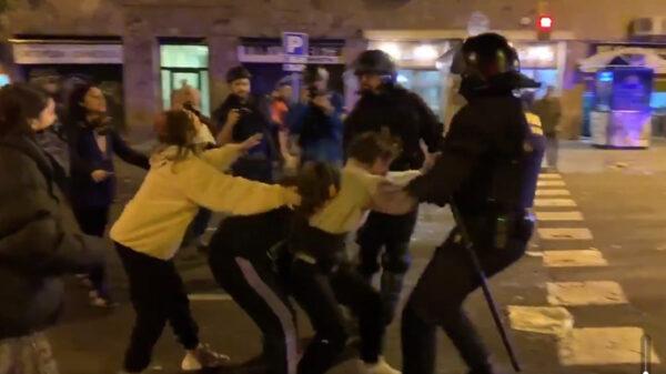 Los Mossos intentando detener a miembros de Tsunami Democrátic