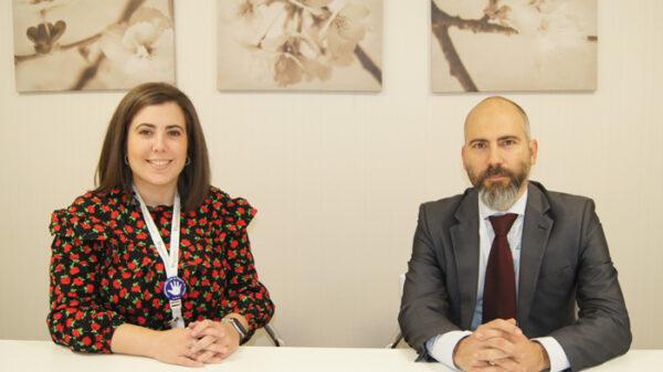 Los responsables de Calidad y de Mantenimiento del Hospital La Luz, Alba García y Fernando de Felipe