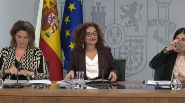 María Jesús Montero (centro), Teresa Ribera (izquierda) y Carolina Darias (derecha)