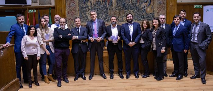 Foto de grupo con muchos de los profesionales de la FJD implicados en el proyecto y representantes de Philips