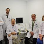 Los doctores García Olmo (centro) y García Arranz (2º por la derecha) junto al resto de su equipo