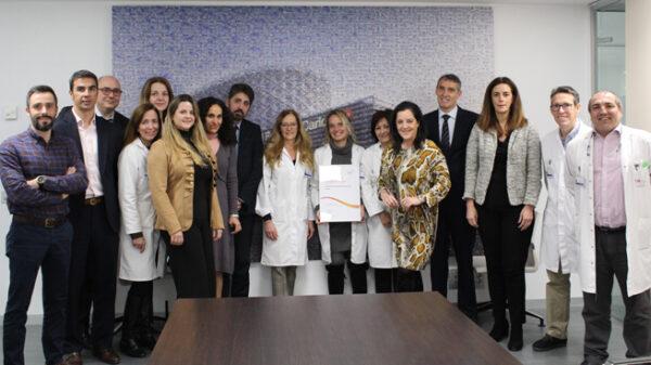 Equipo directivo del Hospital Universitario Rey Juan Carlos con el certificado del Sello EFQM 5 Stars