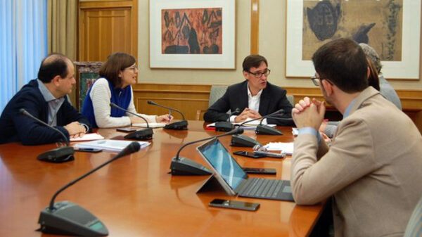 El ministro Salvador Illa con su equipo