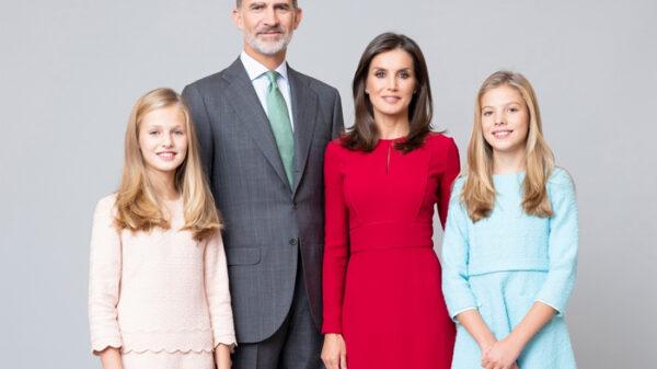 Los Reyes y sus hijas en un nuevo retrato familiar