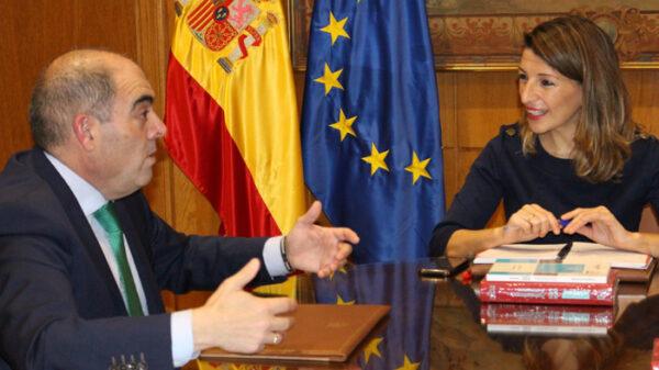 El presidente de la Federación Nacional de Asociaciones de Trabajadores Autónomos, Lorenzo Amor, y la Yolanda Díaz