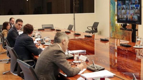 Sánchez y parte del Gobierno en reunión con los presidentes autonómicos