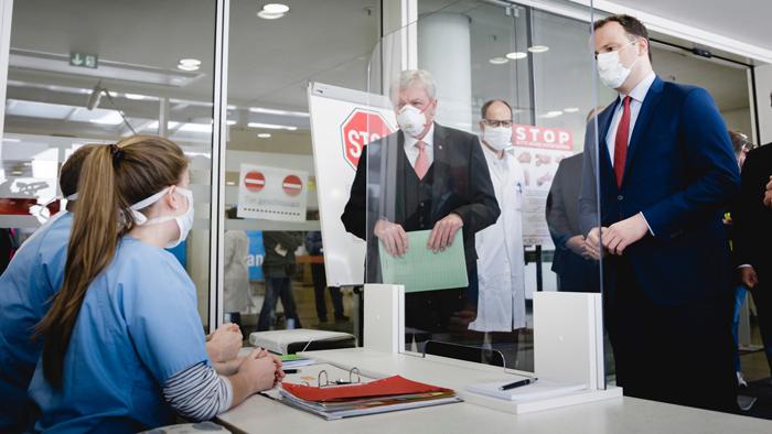 El ministro de Salud Federal de Alemania, Jens Spahn, visita un hospital