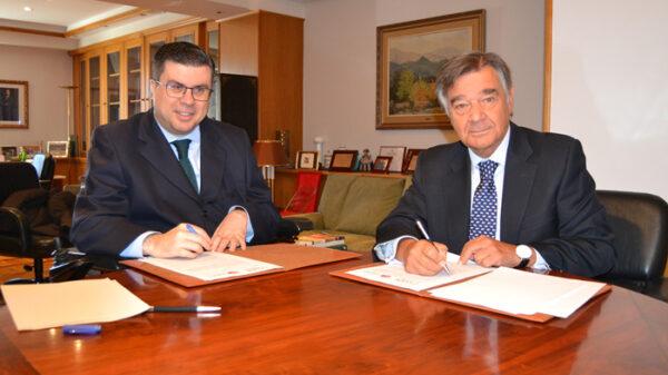 A la izquierda, el presidente de FAMMA, Javier Font; y a la derecha, el presidente del COFM, Luis González