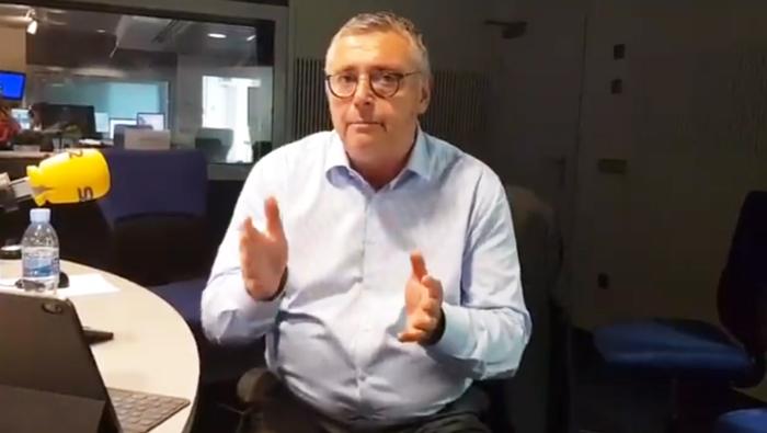 El presentador y ex futbolista Michael Robinson