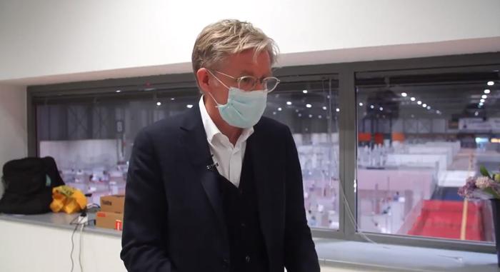 Jefe de expertos Covid-19 de la OMS, Bruce Aylward, durante su visita al hospital de Ifema