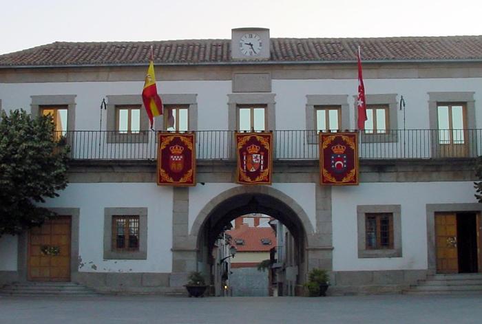 Fachada del Ayuntamiento de San Martín de Valdeiglesias, en Madrid