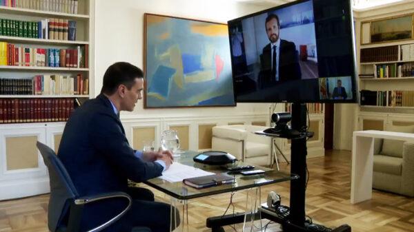 Pedro Sánchez y Pablo Casado en reunión telemática
