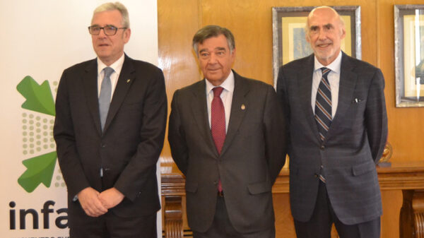 Jordi de Dalmases, presidente del COF de Barcelona; Luis González, presidente del COF de Madrid; y Jorge Arqué Ferrari, presidente de Interalia