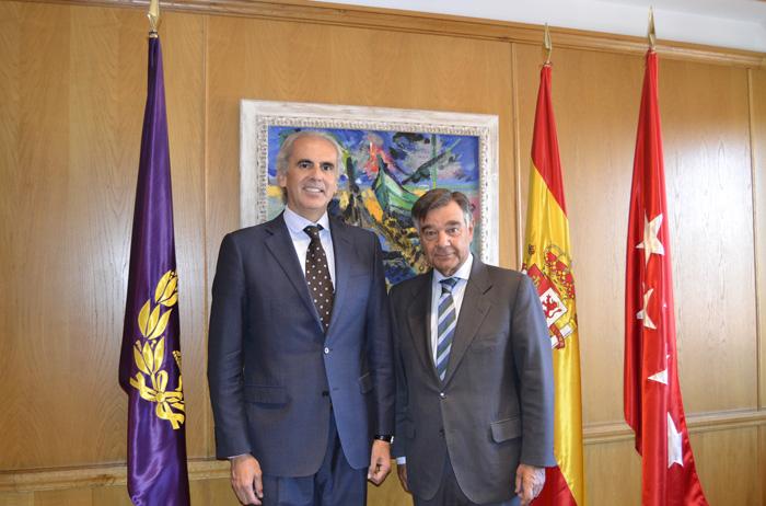 Enrique Ruiz Escudero, Consejero de Sanidad de la Comunidad de Madrid y Luis González Díez, Presidente del Colegio Oficial de Farmacéuticos de Madrid