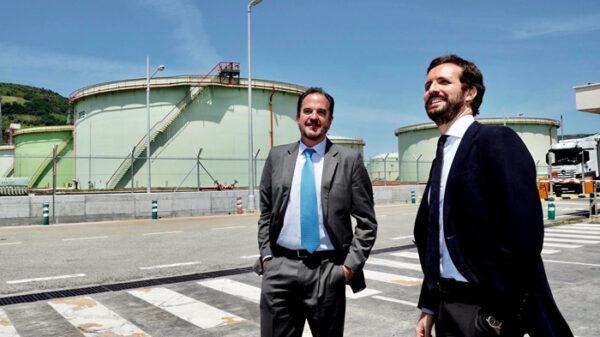 El líder del PP, Pablo Casado, con Carlos Iturgaiz, candidato a lehendakari
