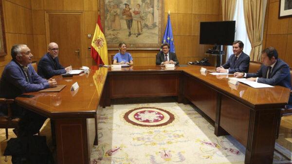 Reunión de Gobierno, patronal y sindicatos