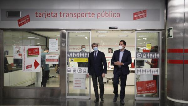 El vicepresidente de la Comunidad de Madrid, Ignacio Aguado, con Ángel Garrido, consejero de Transportes, Movilidad e Infraestructuras