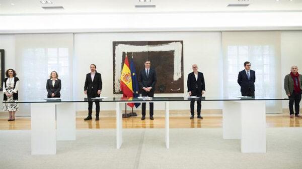 Pedro Sánchez con representantes de sindicatos y patronal