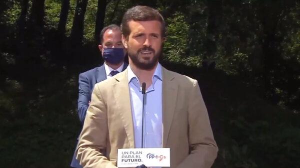 Pablo Casado en un acto electoral con Carlos Iturgaiz