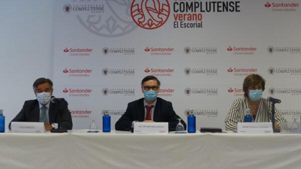De izquierda a derecha: Luis González Díez, presidente del COFM; Víctor Briones Dieste, vicerrector de Estudios de la Universidad Complutense de Madrid (UCM); e Irene Iglesias Peinado, decana de la Facultad de Farmacia de la UCM